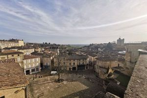 saint_emilion_depuis_place_clocher